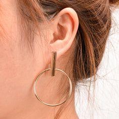 Modern Ear Piercing Ideas for Women - Geometric Circle Hoop Earrings -  pendientes de círculo geométrico - www.MyBodiArt.com