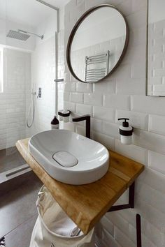 Decoração de banheiros e lavabos: pensando no armazenamento Laundry Room Bathroom, Bathroom Goals, Small Bathroom, Bathroom Colors, Urban House, Sink Inspiration, Washbasin Design, Small Apartment Interior, Modern Sink