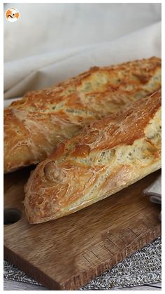 Baguettes de pan express Fancy a good homemade bread baguette? A simple recipe to make at home! No Knead Bread, Pan Bread, Sourdough Bread, Bread Baking, Yeast Bread, French Baguette Recipe, Baguette Bread, Homemade Baguette Recipe, Dinner Rolls