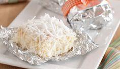 O Bolo Gelado de 5 Leites é um dos bolos mais vendidos pela Confeiteira Bia Melo. Além de ser delicioso, ele rende bem, é econômico e fácil de fazer. Seus