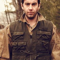 The TRAVELER VEST is built using Kakadu's traditional 12oz oilskin for bad weather protection.