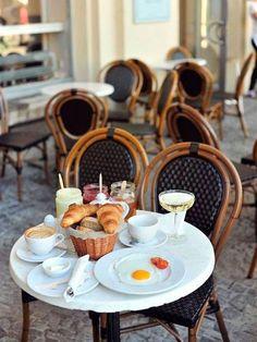 Dreaming of cafe brunch in Paris, France. Art Cafe, Cafe Bistro, Bistro Chairs, Bistro Tables, Cafe Tables, Cafe Chairs, Kitchen Chairs, French Cafe, French Bistro