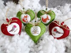 This is a lovely way to display your small cross stitch items in a felt hart.  I love the way beads are used to suggest snow.    I must try this myself.  Cross Stitch / Cross stitch: Christmas theme.