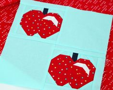 This fun little quilt block pattern features two crisp, red apples in itty bitty floral fabric. It's a cute and basic pattern that you can display! Potholder Patterns, Star Quilt Patterns, Pattern Blocks, Charm Square Quilt, Quilting Designs, Quilt Design, Quilting Tips, Quilting Projects, Fall Quilts