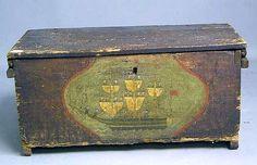 Painted pine storage box, 19th Century - 15.6  Inches high.