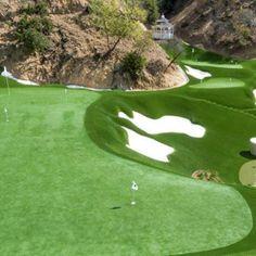 10 Awesome Golf Backyards