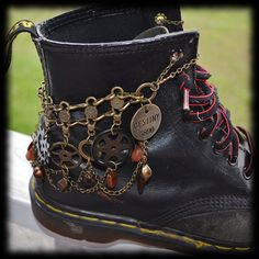 Steampunk Boot Chain Bracelet - Destiny - Convertible Chain For ANY Style Boot, Combat Boots, Army Boots, Docs, Dr. Steampunk Cosplay, Viktorianischer Steampunk, Steampunk Wedding, Steampunk Clothing, Steampunk Fashion, Steampunk Crafts, Gothic Fashion, Steampunk Makeup, Steampunk Drawing