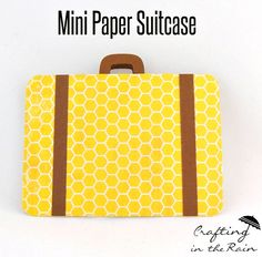 How to Make a Suitcase Card - Perfect Paddington party invites Paddington Bear Party, Cubby Tags, Tarjetas Pop Up, Safari Theme Party, Diy And Crafts, Paper Crafts, Scrapbooking, Summer Crafts For Kids, Travel Cards