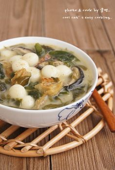 http://blog.daum.net/psuho1004/6 Korean Seaweed Soup with dried pollack and rice balls