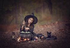 Premium Photography & Photoshop Education and Editing Tools Halloween Mini Session, Halloween Pictures, Family Halloween, Couple Halloween Costumes, Halloween Makeup, Halloween Magic, Creepy Photography, Halloween Photography, Dark Photography