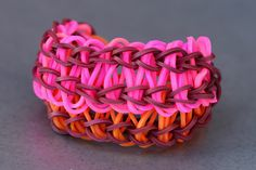 Learn how to make a Cobra Rainbow Loom bracelet. Crafts To Do, Crafts For Kids, Arts And Crafts, Diy Crafts, Rainbow Loom Bands, Rainbow Loom Bracelets, Rubber Band Bracelet, Diy Bracelet, Loom Bands Instructions