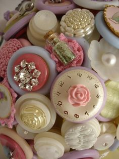 purse adornments button bouquet  /////   These are pretty, feminine, gentle and so charming.