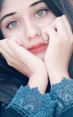 Look Your Absolute Best With These Beauty Tips Cute Girl Poses, Girl Photo Poses, Girl Photography Poses, Stylish Girls Photos, Stylish Girl Pic, Beautiful Girl Photo, Beautiful Girl Image, Beautiful Lips, Cute Girl Photo