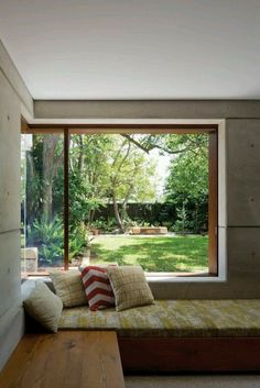 Built in window seat and a view corner window seat with different seating/bench for north wall. Note window along north wall where window seat is, however Corner Window Seats, Corner Windows, Modern Window Seat, Window Benches, Window Bed, Corner Bench, Kitchen Windows, Cosy Corner, Side Window