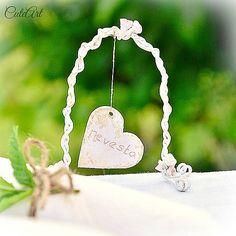 Na hojdačke lásky  Wired wedding name tags... #wedding #nametag #swing #heart #flower #roses #arch