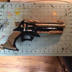 Recently I felt like my previous McCree gun was too bulky. The paint kept chipping off and the whole thing was not satisfying. So I made a brand new one. I still have the urge to redo the gun again but for now I need to start on the arm.  #cosplay #props #blizzard #guns #overwatch #overwatchcosplay #videogames #cosplayprops #mccree #videogamecosplay #blizzardentertainment