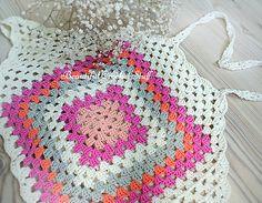 Ravelry: Granny Square Halter Top pattern by Jane Green Crochet Shirt, Crochet Crop Top, Crochet Tops, Crochet Girls, Free Crochet, Crochet Granny, Crochet Christmas Stocking Pattern, Crop Top Pattern, Knitting Patterns