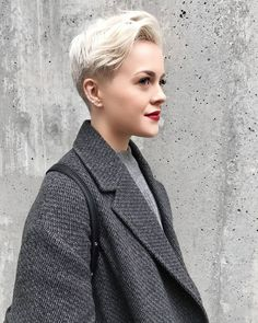Platnium blonde goals via Pixie Cut Styles, Short Hair Styles, Pixie Cuts, Hair Inspo, Hair Inspiration, Corte Y Color, My Hairstyle, Teen Hairstyles, Grunge Hair