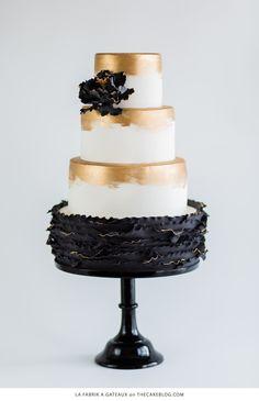 10 Beautiful Black Cakes | including La Fabrik à Gâteaux | on TheCakeBlog.com