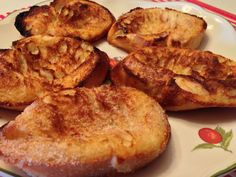 Torrijas al horno Cuban Recipes, Sweet Recipes, Croissants, Muffins, Spanish Dishes, Good Food, Yummy Food, Incredible Edibles, Low Calorie Recipes