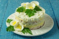 Слоеный салат на Новый год из печени трески