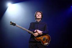 SBFC (12 novembre 2012) — Suite au classement du site Celebrity Net Worth faisant de l'ex-batteur des Beatles, Ringo Starr, le batteur le plus riche au monde en 2011 (300 millions de dollars), à présent, le classement du chanteur leader le plus riche du monde. C'est également un ancien Beatle, Sir Paul McCartney, qui décroche la première place.