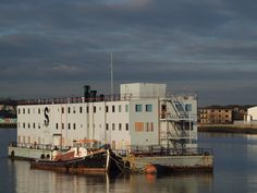 https://flic.kr/p/i1MV17 | Tug and barge on the river medway by Rochester riverside walk [shared]
