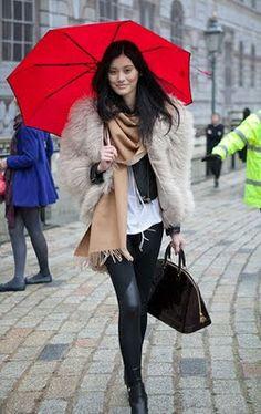 http://shoppingandmoda.com/umbrellas-fashion/