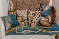 Colourful handmade carpets and cushions for the most elegant living room! 🌱🌿🍃