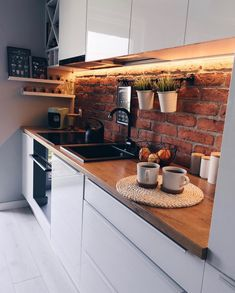 Kitchen Inspiration : zoltyfotelThe Definitive Source for Interior Designers Balkon – home accessories White Kitchen Decor, Kitchen Interior, Design Loft, Budget Home Decorating, Home Improvement Loans, Brick Design, Kitchen Trends, Cuisines Design, Apartment Kitchen
