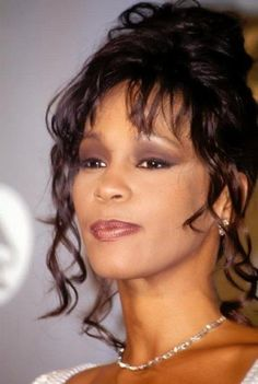 See Whitney Houston pictures, photo shoots, and listen online to the latest music. Kevin Costner Whitney Houston, Beverly Hills, Mariah Carey Butterfly, Whitney Houston Pictures, Celebrity Mugshots, Rhythm And Blues, Beyonce Knowles, African Beauty, Celebs
