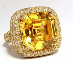 Authentic Judith Ripka / Canary Class 40.00ct Asscher cut yellow quartz ring. 17 X 17mm Clean Clarity, Transparent 3.50ct. side round diamonds. G-color Vs-2 clarity. 18kt. yellow gold 25.8 grams Ring