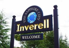 Inverell Town Entry sign / Danthonia