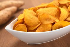 Oven Baked Sweet Potato Chips - Tiny New York Kitchen Batata Doce Air Fryer, High Fiber Snacks, How To Stop Cravings, Sweet Potato Chips, Food Porn, Chips Recipe, Dehydrated Food, Fiber Foods, Food Network Recipes