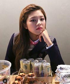Jeongyeon that one time she had long hair Suwon, Nayeon, Kpop Girl Groups, Kpop Girls, Snsd, Oh My Girl Yooa, Twice Photoshoot, Twice Jungyeon, Minatozaki Sana