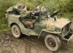 A jeep of 1 SAS near Geilenkirchen in Germany. The Willys MB jeep is armed with three Vickers 'K' guns, and fitted with armoured glass shields in place of a windscreen. Jeep Willys, Jeep 4x4, Special Air Service, Army Vehicles, Armored Vehicles, Military Photos, Military History, Ww2 History, British Commandos