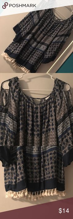 Patterned Top (Navy blue & White) Navy and white patterned top with bottom detailing and shoulder peep-holes. Super cute for work or a night out!! Prices are never firm so make me an offer!! Tops Blouses