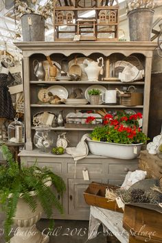 Antique Vintage Decor Vintage Show Off: Tips for a Narrow Booth - Make the Narrow Wall Look Wider Antique Store Displays, Antique Mall Booth, Antique Booth Ideas, Vintage Display, Antique Shops, Shop Displays, Retail Displays, Jewelry Displays, Flea Market Booth
