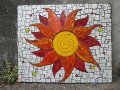 good pattern for a sun Mosaic Wall Art, Mosaic Diy, Mosaic Garden, Mosaic Crafts, Mosaic Glass, Mosaic Ideas, Mosaic Designs, Mosaic Patterns, Arabesque