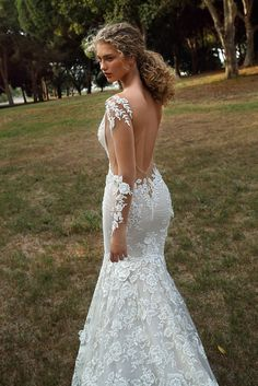 c9eb9d12b5e 30 Best Wedding dresses - Slim Emerald body shape bride images ...