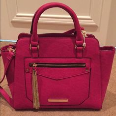 Gianni Bini purse NWT! Gianni Bini purse. Fuscia color with gold hardware. Can be held on the arms or across shoulders. Gianni Bini Bags Shoulder Bags