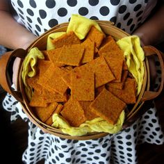 Cheddar Snaps- The best cheddar-less cheddar cracker around at Raw Food Rehab