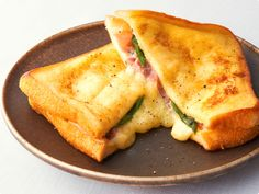"""「おつまみ」から「デザート」まで、 とっておきのレシピをお届けする「キリンレシピノート」。""""カンタン・おいしい・楽しい!""""をテーマに、さまざまなシーンにあわせたレシピが満載!「トースターで簡単フレンチトースト」のレシピをご紹介します。 Eating Habits, Junk Food, Japanese Food, Cornbread, Bread Recipes, Mashed Potatoes, Toast, Food And Drink, Lunch"""