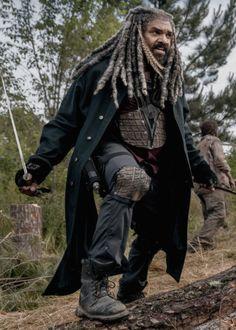 """dailytwdcast: """"""""Ezekiel and Carol Peletier in The Walking Dead Season 9 Episode 2 Fear The Walking Dead, Judith Grimes, Carl Grimes, Series Movies, Tv Series, Rick And Carl, King Ezekiel, Negan Lucille, Apocalypse"""