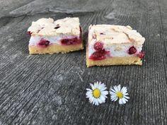 Ribiselschaumkuchen Zutaten (für ein Backblech): Für den Teig: 400 g … Cheesecake, Desserts, Eat, Irene, Food Food, Cupcake, Fruit Cakes, Sweet Recipes, Treats