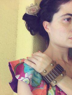 Bracelete couro caramelo/ouro velho http://instagram.com/petalasdemaria