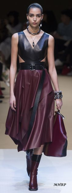 Alexander McQueen Fall 2018_pinned from vogue.com/fashion-show