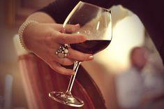 9 dicas de etiqueta para servir e degustar vinho corretamente   Clube de Vinhos