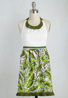 Have a Trick Up Your Leaves Apron. Your secret to inspired cooking is no secret at all - its this tropical apron! #green #modcloth