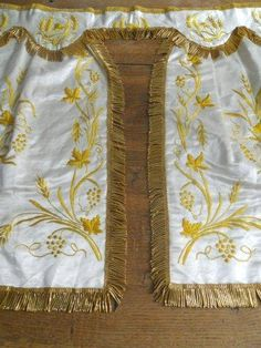 ANTIQUE FRENCH ALTAR FRONTAL SILK TABERNACLE SILK THREADS EMBROIDERY